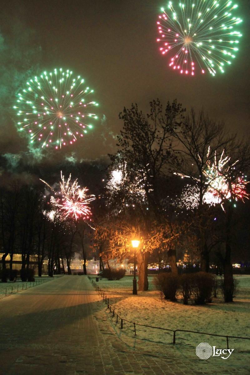 На фестивале огня и пиротехники Рождественская звезда в СПБ