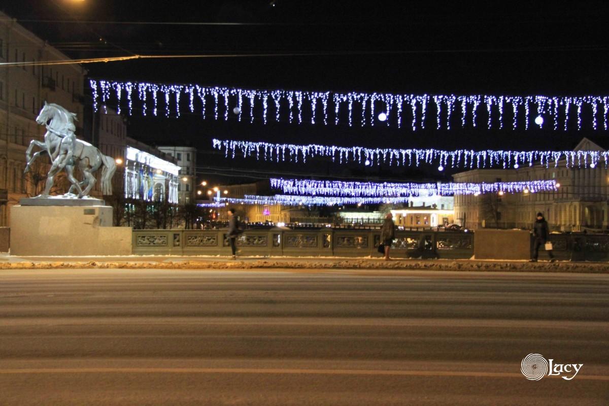 Новогоднее убранство мостов Санкт-Петербурга