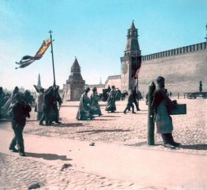цветное фото 1896 года - Несение иконы